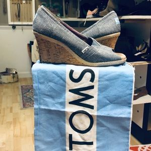 TOMS Wedges Size 9.5, Protectant Bag Included